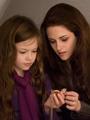 Mackenzie Foy and Kristen Stewart