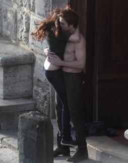 Kristen Stewart and Robert Pattinson in New Moon