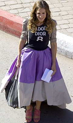 Sarah Jessica Parker films on a street in Morocco