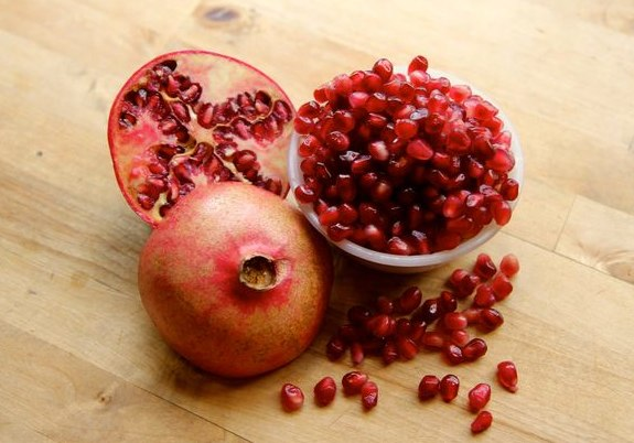 Remove pomegranate seeds