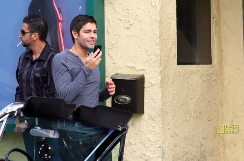 Adrian Grenier on Entourage set
