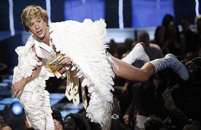 Bruno Flying at the MTV Movie Awards