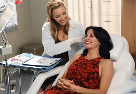 Lisa Kudrow and Courteney Cox on Cougar Town