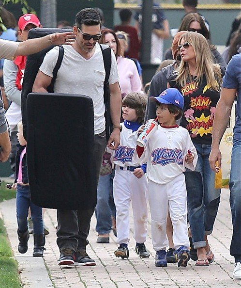 Eddie Cibrian with his sons and Leann Rimes