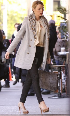 Blake Lively on the Gossip Girl set